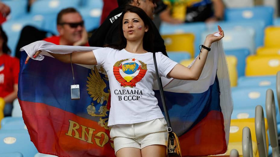 Torcedores chegam para a a partida entre Rússia e Bélgica, no estádio do Maracanã, no Rio de Janeiro