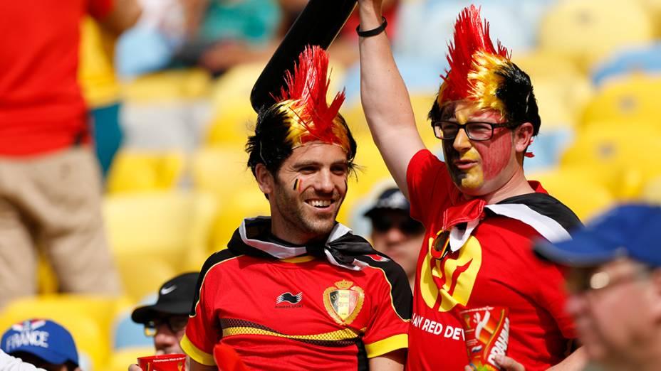 Torcedores chegam paraa a partida entre Rússia e Bélgica, no estádio do Maracanã, no Rio de Janeiro