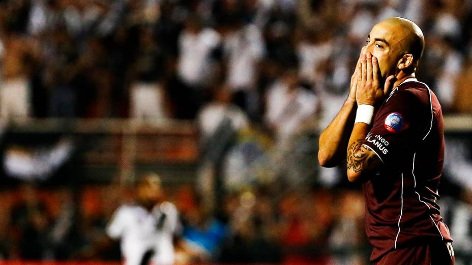 Atacante Santiago Silva do Lanús durante a primeira partida da final da Copa Sul-Americana 2013, no Pacaembu, em São Paulo