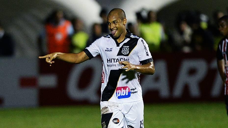 Fellipe Bastos da Ponte Preta durante semifinal da Copa Sul-Americana contra o São Paulo, no estádio Romildão, em Mogi Mirim