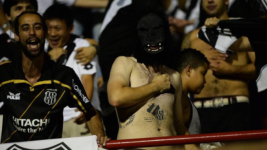 Torcida da Ponte Preta faz a festa no Romildão, na partida contra o São Paulo válida pela semifinal da Copa Sul-Americana