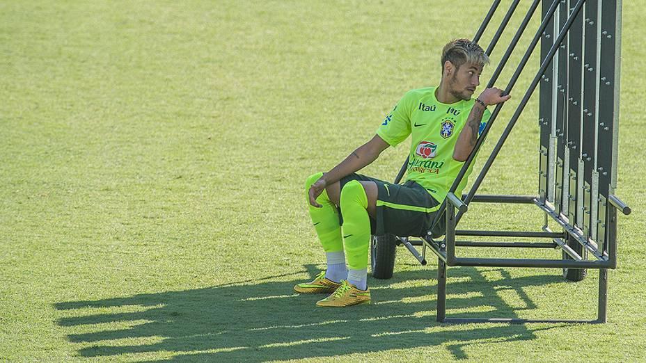 Neymar durante treino da seleção brasileira no campo do SESC em Belo Horizonte