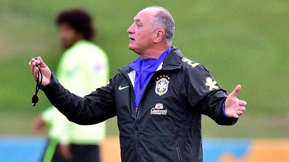 O técnico Luiz Felipe Scolari durante o treino da seleção na Granja Comary, em Teresópolis