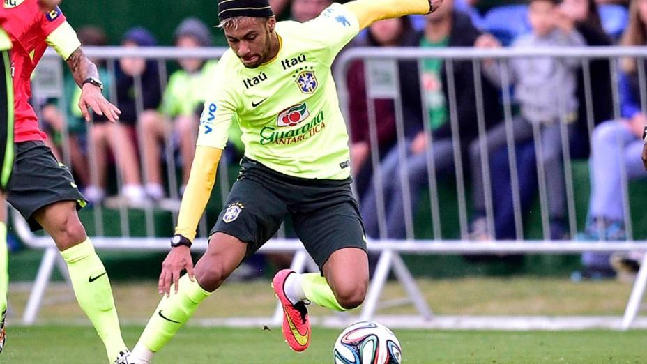 Neymar durante treino da seleção brasileira na Granja Comary, em Teresópolis