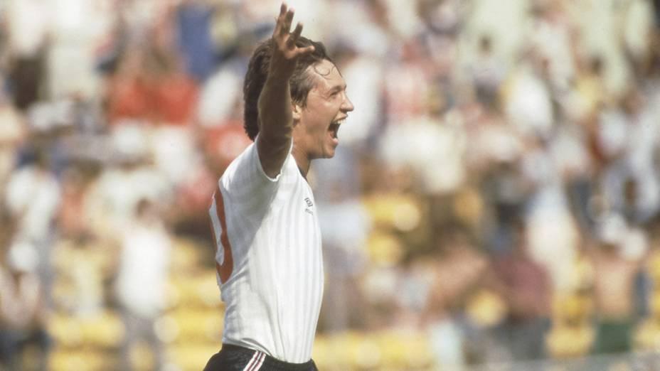 O atacante Gary Lineker comemora gol da Inglaterra contra a Polônia; ele foi o artilheiro da Copa do Mundo de 1986