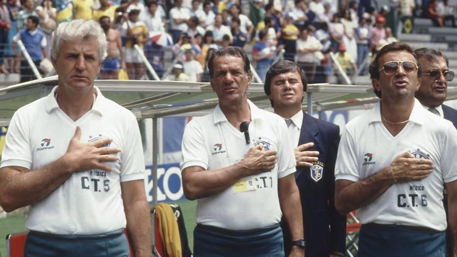 Telê e sua comissão técnica antes do jogo entre Brasil e Irlanda do Norte, na Copa do Mundo de 1986