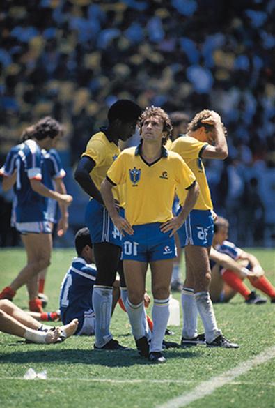 Júlio Cesar, Alemão e Zico, do Brasil, na tensão da disputa de pênaltis com a França, na Copa do Mundo de 1986