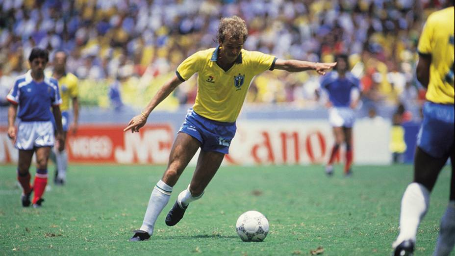 Alemão, do Brasil, durante jogo contra a França, pelas quartas de final da Copa do Mundo de 1986, no México