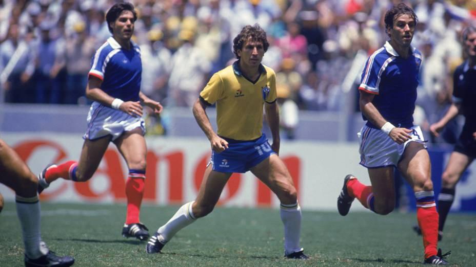 Zico, do Brasil, no jogo contra a França, pela Copa do Mundo de 1986