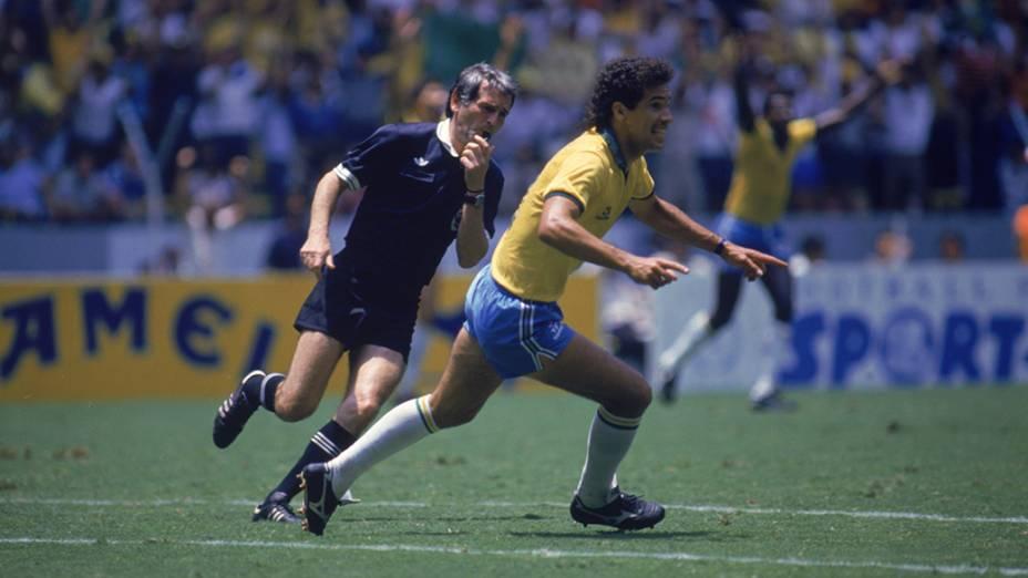 Careca, do Brasil, no jogo contra a Argélia, na Copa do Mundo de 1986