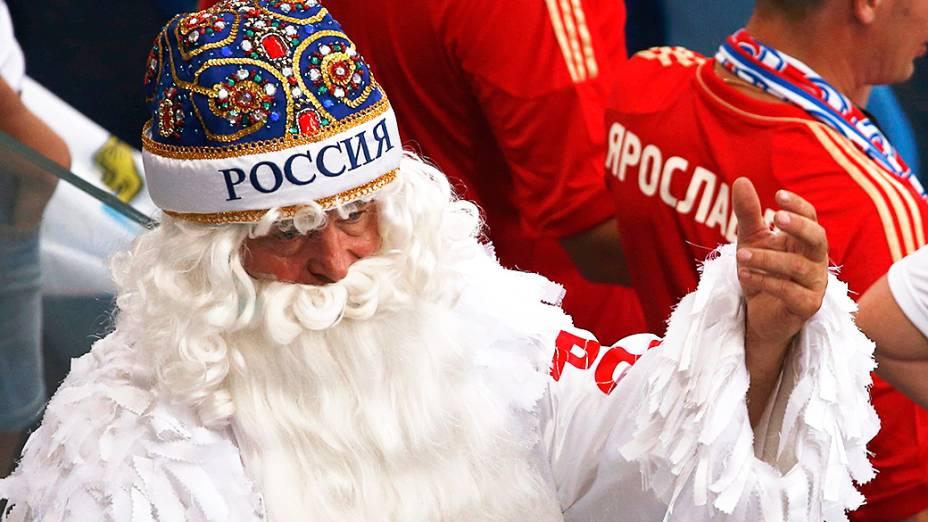 Torcedor russo antes da partida contra a Coreia do Sul na Arena Pantanal, em Cuiabá