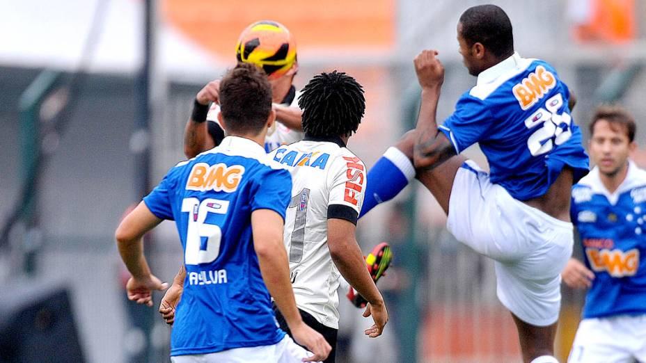 Corinthians e Cruzeiro pela 23ª rodada do campeonato brasileiro, no Pacaembu