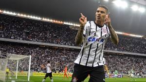 O peruano Paolo Guerrero marcou o primeiro gol do Corinthians na vitória por 2 a 0 sobre o Palmeiras
