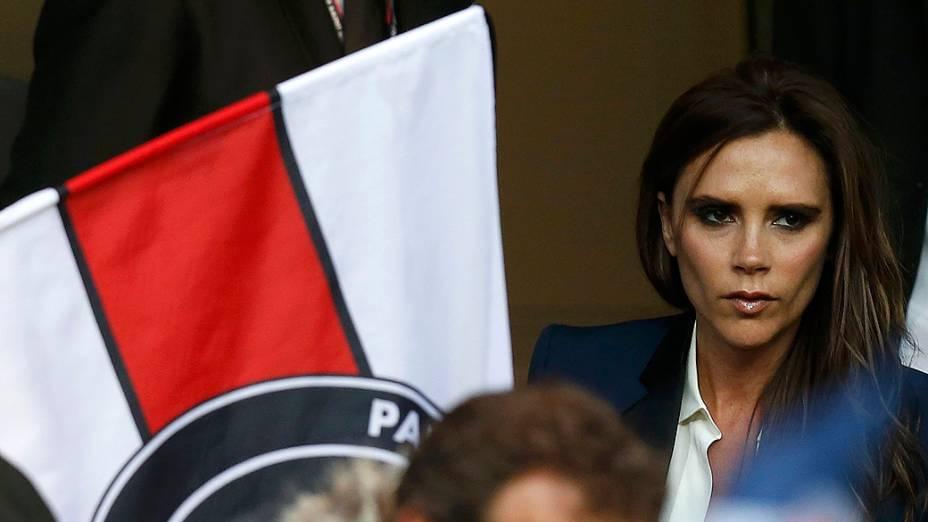 Victoria Beckham comparece a partida entre PSG e Brest, despedida de seu marido como jogador profissional
