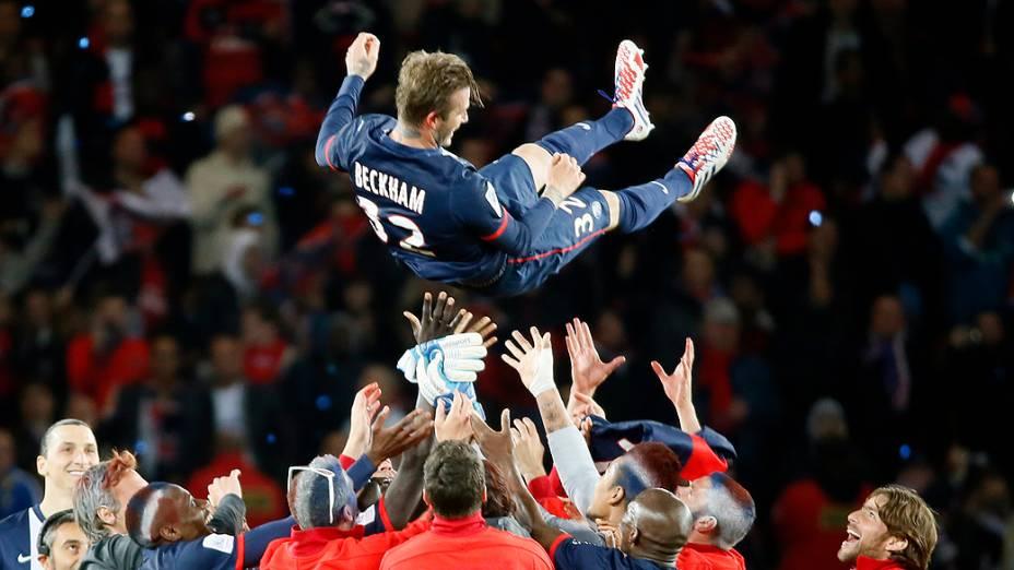 David Beckham é homenageado pelos companheiros de time em seu jogo de despedida