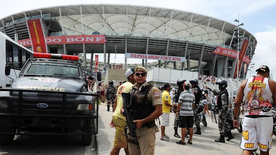 Torcedores chegam para o jogo entre Bahia e Vitória na inaugaração da Arena Fonte Nova, que receberá partidas da Copa das Confederações e da Copa do Mundo