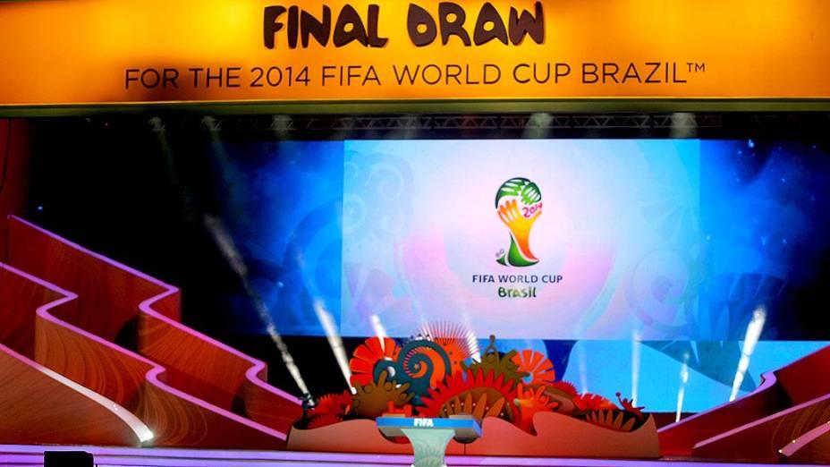 Estrutura montada para o sorteio dos grupos da Copa do Mundo de 2014, que acontece na próxima sexta-feira, na Costa do Sauipe
