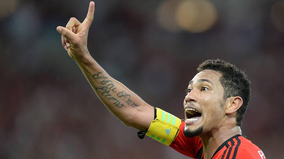 Hernane comemora o segundo do Flamengo na decisão contra o Atlético-PR, garantindo o terceiro título do Flamengo na Copa do Brasil após vitória por 2 a 0 no Maracanã