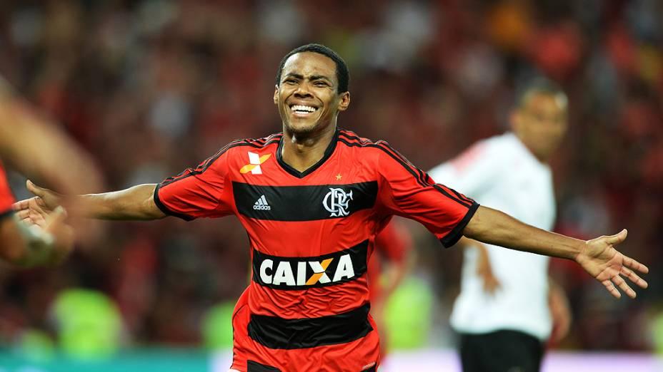 Elias comemora gol marcado na decisão contra o Atlético-PR, que abriu o placar para a vitória por 2 a 0, garantindo o terceiro título do Flamengo na Copa do Brasil