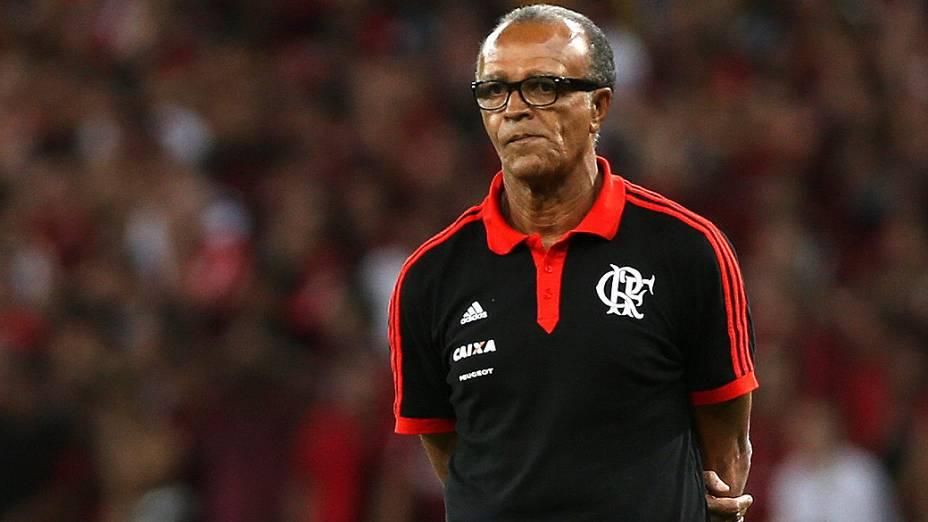 Técnico Jayme de Almeida do Flamengo durante a decisão da Copa do Brasil contra o Atlético-PR, no Maracanã