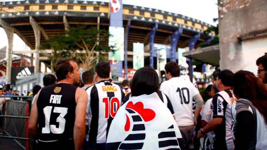 Torcida do Atlético MG chega para a 1ª partida da final Copa Libertadores contra o Olímpia no estádio Defensores del Chaco, em Assunção<br>