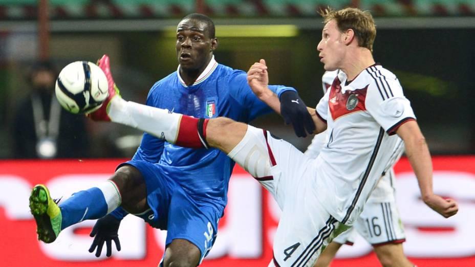Itália toda de azul e Alemanha toda de branco