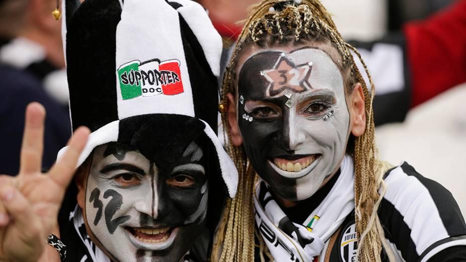 Torcedoras da Juventus na partida desta segunda-feira