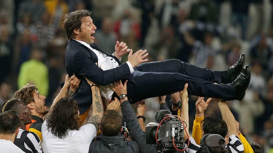 Técnico Antonio Conte recebeu o apoio de seus jogadores