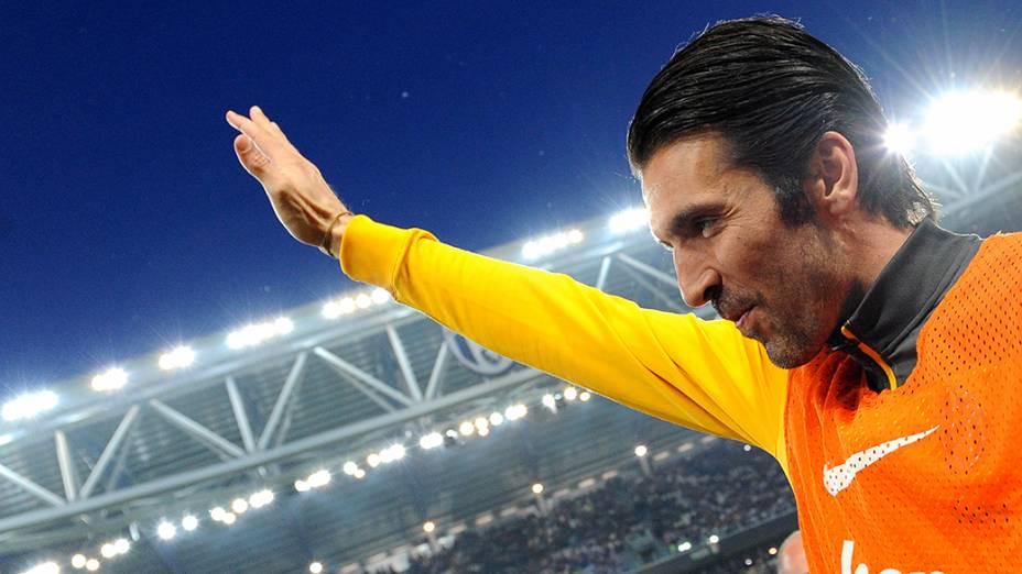 Buffon, ídolo da Juventus, foi ao estádio, mas não jogou