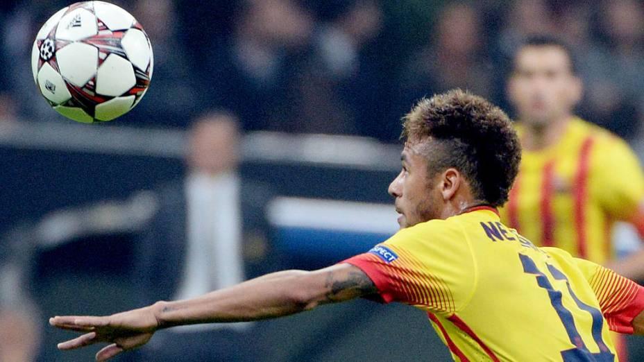 Neymar durante o jogo entre Milan e Barcelona, pela Liga dos Campeões na Itália