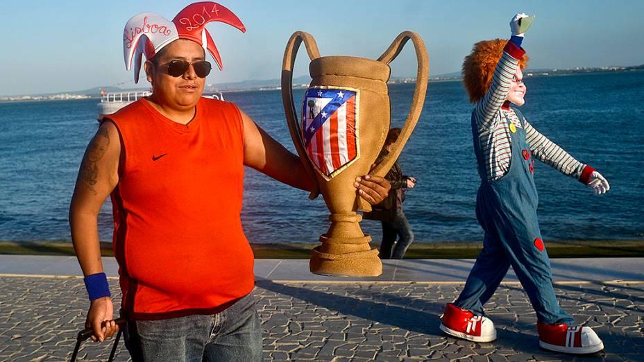 Torcedor do Atlético de Madri antes da final da Liga dos Campeões, em Liboa
