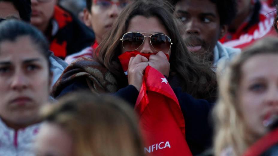 Torcedora do Benfica, durante a partida contra o Chelsea, na final da Liga Europa