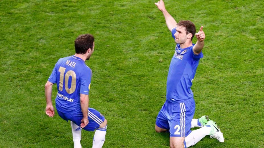 Jogador do Chelsea, Ivanovic, comemora o gol que deu o título da Liga Europa ao time inglês