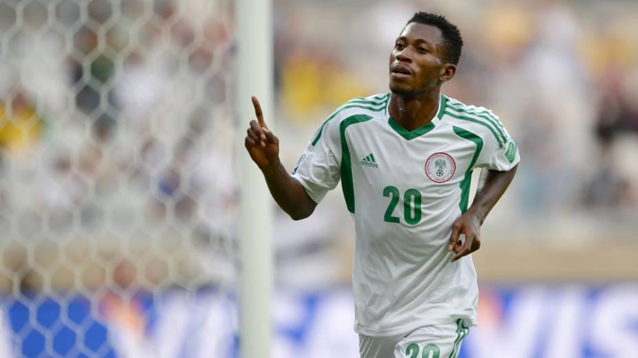 O nigeriano Nnamdi Oduamadi comemora gol contra o Taiti
