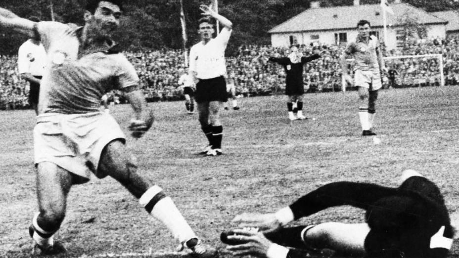 Nílton Santos durante jogo entre Brasil 3 x 0 Áustria, na Copa do Mundo de 1958