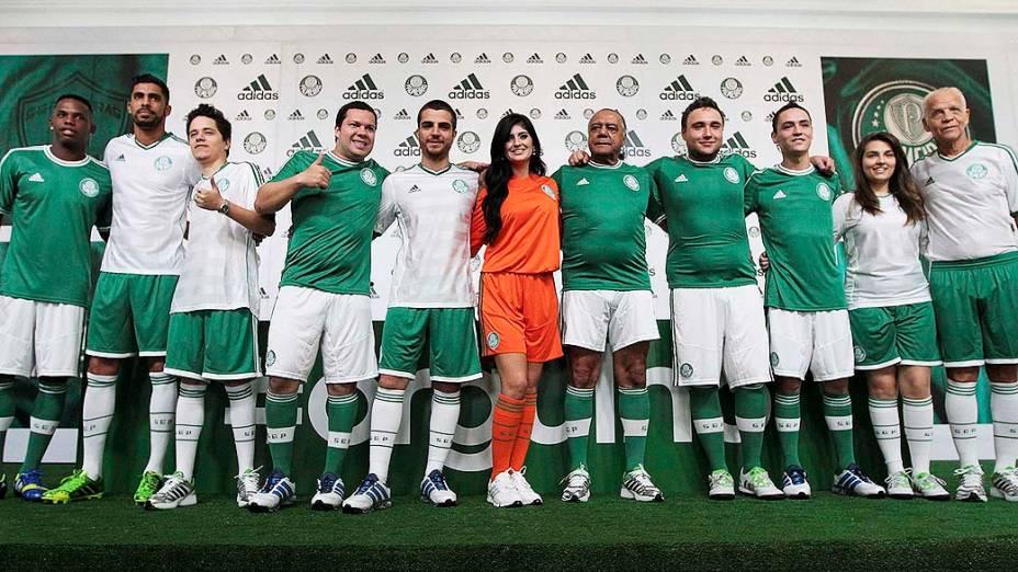 Diretoria do Palmeiras apresenta os novos uniformes para a temporada 2013