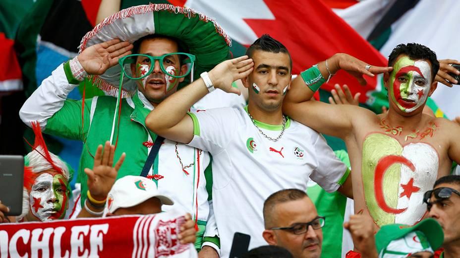 Torcida da Argélia acompanha partida contra a Coreia do Sul, no estádio Beira Rio, em Porto Alegre