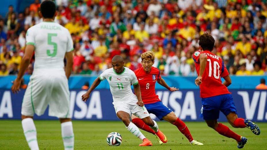 Lance da partida entre Argélia e Coréia do Sul, no estádio Beira Rio, em Porto Alegre