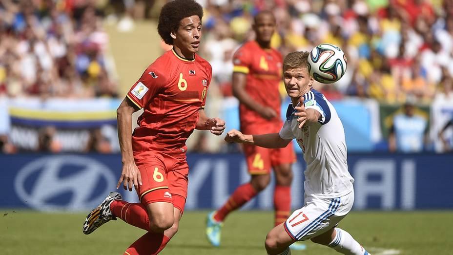 Lance da partida entre Rússia e Bélgica, no estádio do Maracanã, no Rio de Janeiro