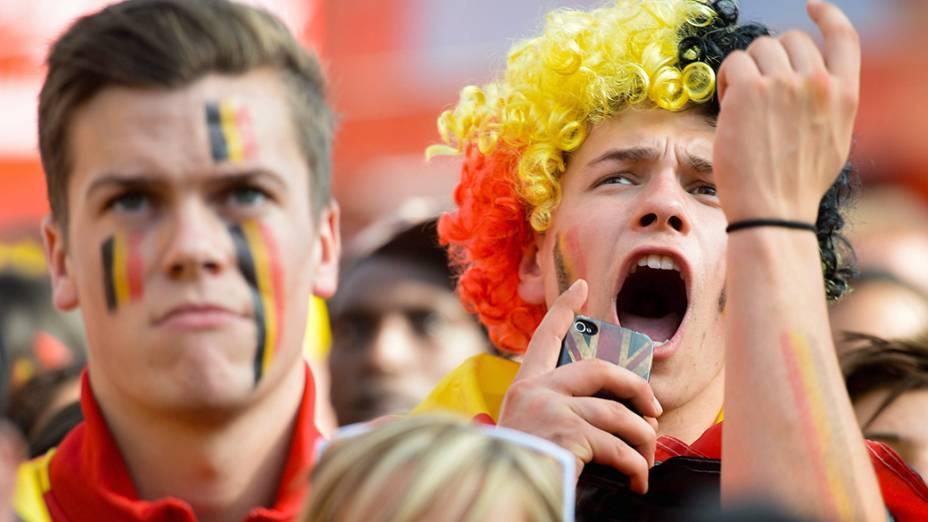Torcedores da Bélgica acompanham partida contra a Rússia, no estádio do Maracanã, no Rio de Janeiro