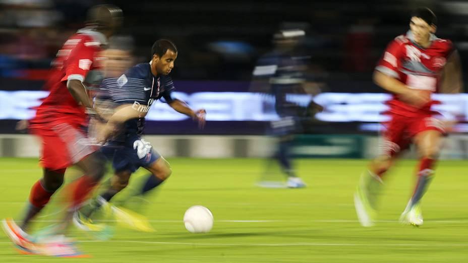 Lucas faz estreia com a camisa do PSG em amistoso contra o Lekhwiya do Qatar, em Doha