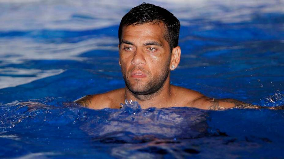 Daniel Alves no treino da Seleção Brasileira antes do amistoso contra a Suíça