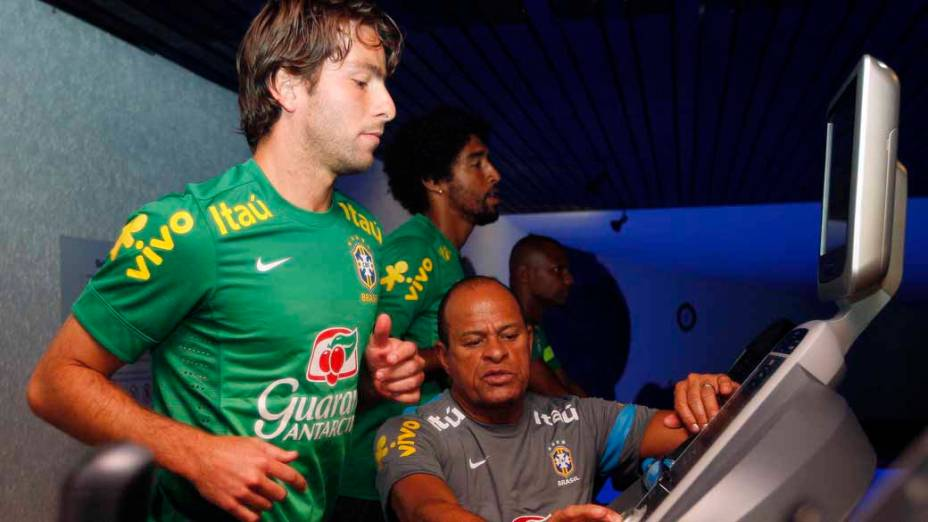 Maxwell foi a novidade da lista de Felipão para o amistoso desta quarta