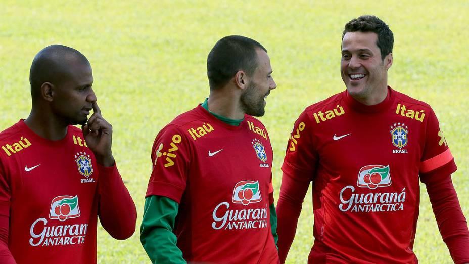 Jefferson, Diego Cavalieri e Júlio César durante treino em Goiânia antes da estreia na Copa das Confederações