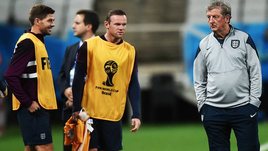 Steven Gerrard, Wayne Rooney e o técnico Roy Hogdson durante treino da seleção inglesa na véspera da partida contra a Uruguai no Itaquerão, em São Paulo