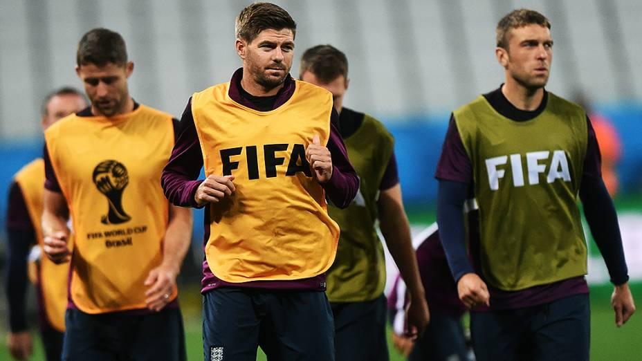 O capitão Steven Gerrard durante treino da seleção inglesa na véspera da partida contra a Uruguai no Itaquerão, em São Paulo