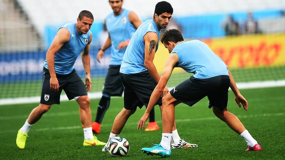 Luis Suárez durante treino da seleção uruguaia na véspera da partida contra a Inglaterra no Itaquerão, em São Paulo