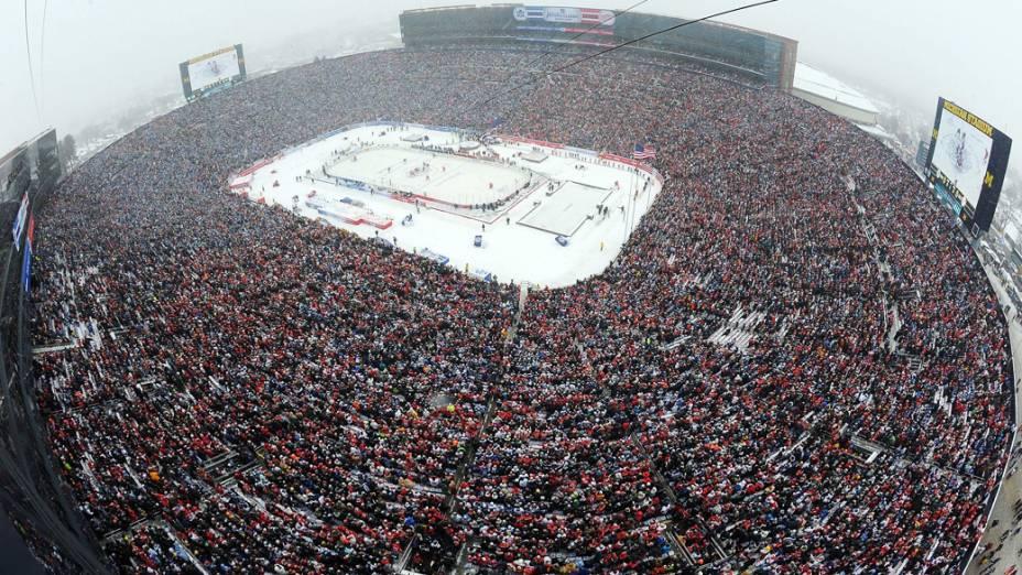 Michigan Stadium: frio de 15 graus negativos, e recorde de público
