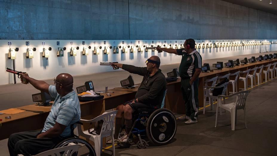 Atletas praticam no Centro Nacional de Tiro que será usado nos Jogos Olímpicos e Paraolímpicos 2016, no Complexo de Deodoro, no Rio de Janeiro