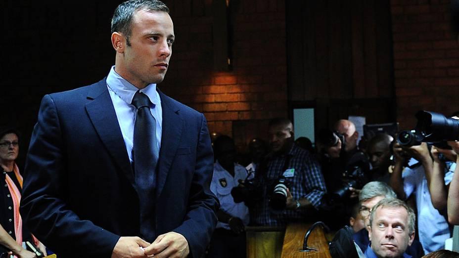 Atleta sul-africano Oscar Pistorius comparece a mais um dia de audiência no Tribunal Magistrado de Pretória, a defesa luta para garantir a fiança do velocista preso pelo homicídio da namoradaReeva Steenkamp em 14 de fevereiro